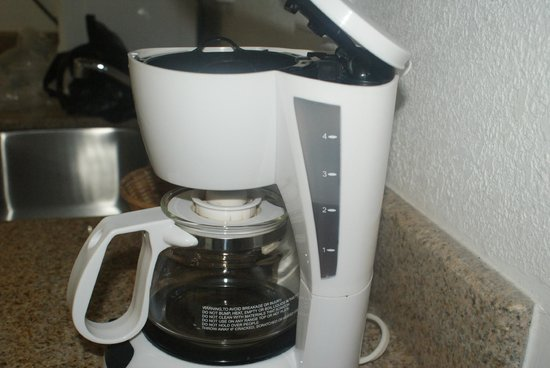 Carousel Resort Hotel & Condominiums : Liquid sitting in the coffee maker when we 1st entered the room