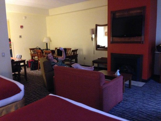 Holiday Inn Express Fayetteville - Ft. Bragg: Hamilton Suite