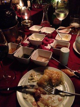 Era Uma Vez Um Chalezinho : Muito bom o fondue, os molhos, batata quatro queijos.. :)