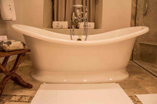 Belmond Palacio Nazarenas: Deep sunken tub