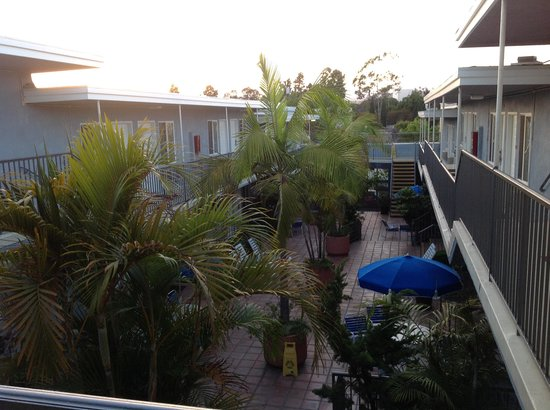 Travelodge Santa Monica: Courtyard view