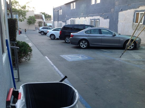 Travelodge Santa Monica: Parking lot 1