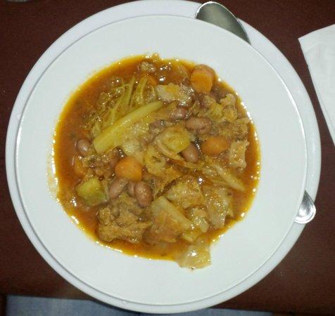 Le Balze: 何とか言う豆の入ったトスカーナの家庭料理らしき野菜ごった煮スープ:正に家庭料理であり美味也