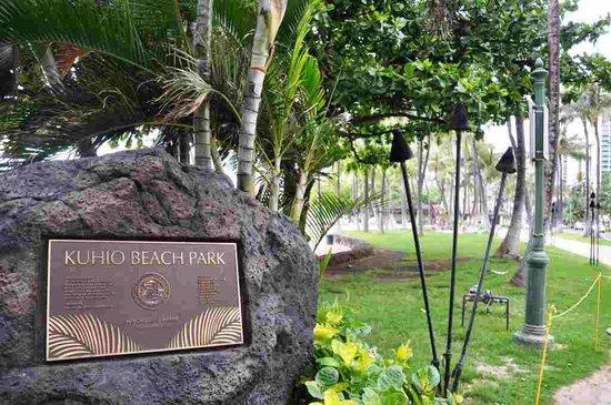 Kuhio Beach: クヒオビーチパークの案内板