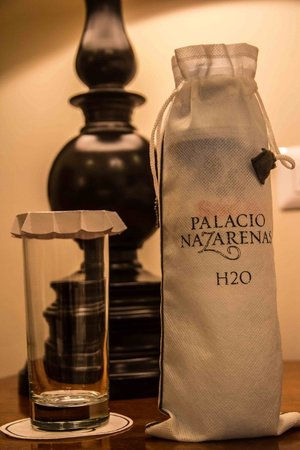 Belmond Palacio Nazarenas: Wrapped bottle
