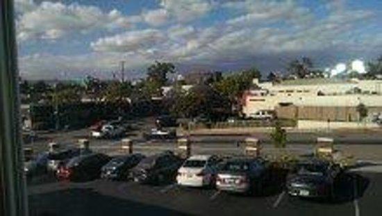 Travelodge Santa Monica: Trader Joes - view from room