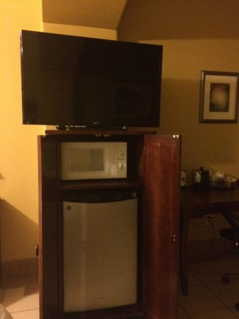 La Copa Inn Beach Hotel: Room TV, microwave and fridge