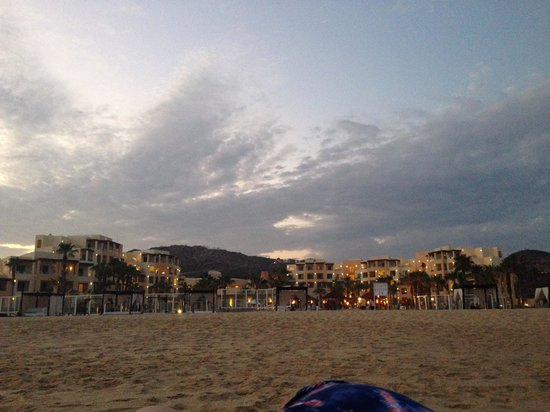 Pueblo Bonito Pacifica Golf & Spa Resort: Evening view from the beach