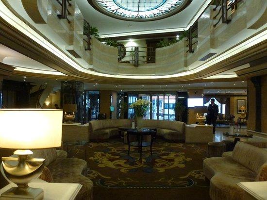 BEST WESTERN PREMIER Senator Hotel: Lobby