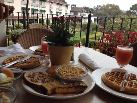 La Playa Carmel: Delicious breakfast served upstairs where you can look out to the grounds of the hotel, and to t