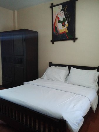 Baan Nam Sai Hotel: double bed