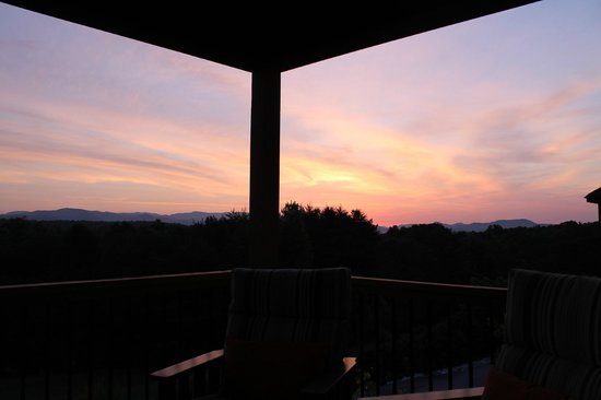 Three Pines View: Sunrise from Lofty View balcony