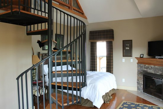 Three Pines View: Spiral staircase to the loft