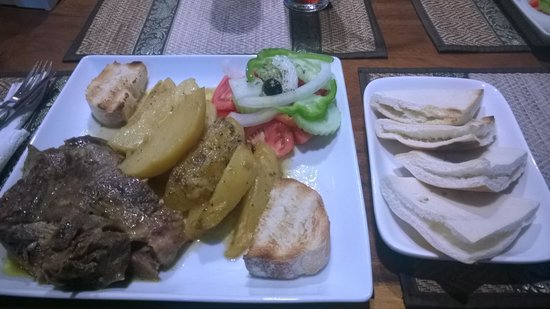 Greek Garden Taverna Pattayanis : Traditional Grek grub :-)