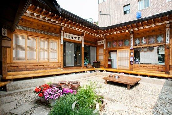 Hanok Guesthouse Eugene's House: gardern