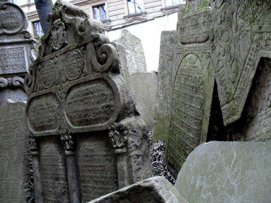 Old Jewish Cemetery: detalle de una lápida