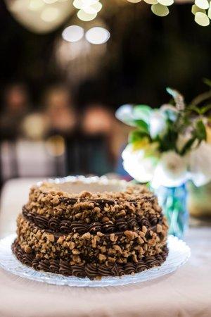 Holuakoa Cafe & Gardens: This Wedding Cake was the best. EVER. (Karen Loudon Photography)
