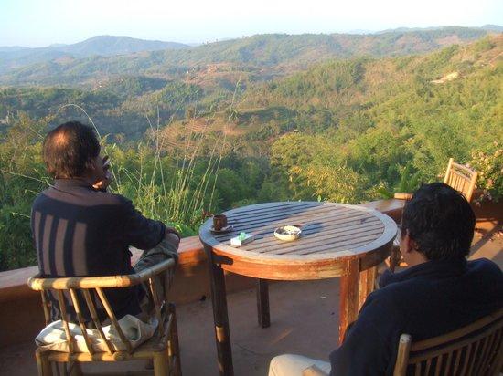 Phu Chaisai Mountain Resort: ゆったりベランダでくつろげる