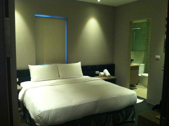 Leesing Hotel : 大床
