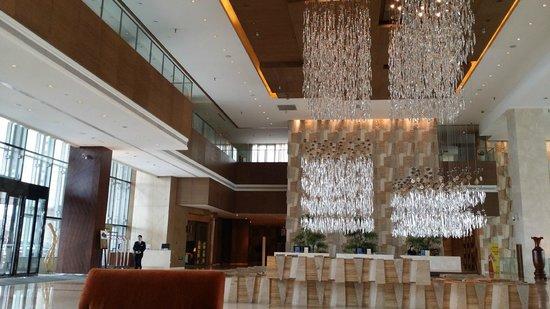 Hyatt Regency Guiyang: Spacious Hotel Lobby