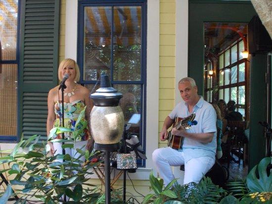 Sundy House : Live Music - Sunday Brunch
