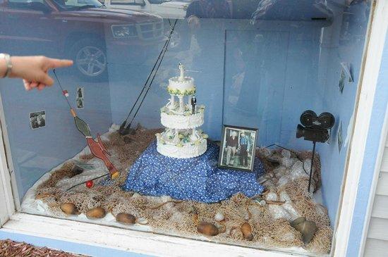 Slippery's Tavern and Restaurant: Wedding Cake