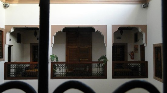 Riad Ahlam: Larger room with private balcony