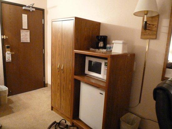Americas Best Value Inn: closet, microwave and refrigerator