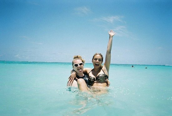 Majestic Elegance Punta Cana : Karissa and Erin having fun in the beautiful ocean