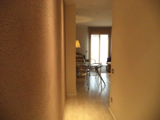 Eric Vokel Boutique Apartments - BCN Suites : view through hallway into the living room