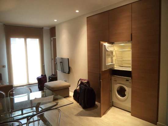 Eric Vokel Boutique Apartments - BCN Suites: living room, refrigerator, washing machine