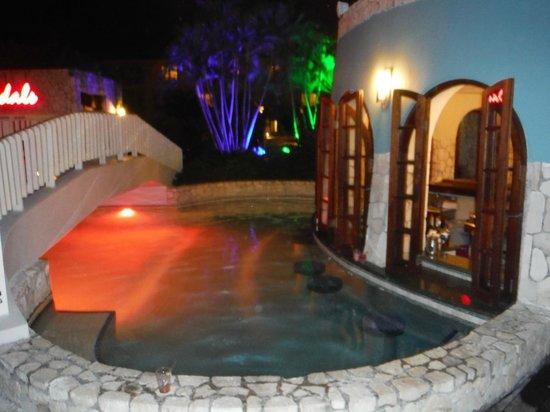 Sandals Montego Bay: swim up bar