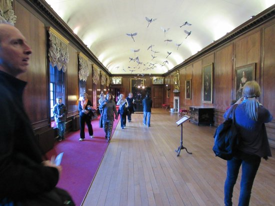 Kensington Palace : The main hall with paper birds on the ceiling