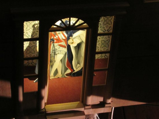 Kensington Palace : Shadow boxes in a really dark room