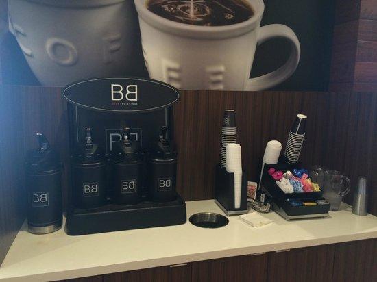 Fairfield Inn & Suites Tustin Orange County: Morning Coffee Set-up