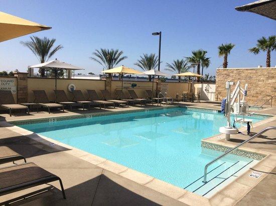 Fairfield Inn & Suites Tustin Orange County: Pool & Hot Tub