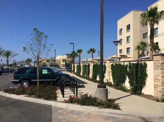 Fairfield Inn & Suites by Marriott Tustin Orange County: Starbucks within walking distance