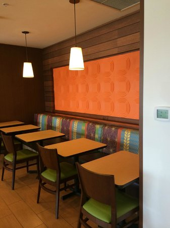 Fairfield Inn & Suites Tustin Orange County: Breakfast Dining Area
