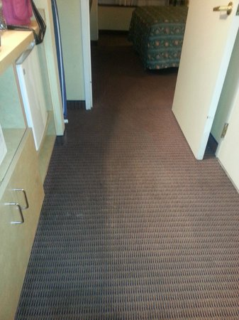 Country Inn & Suites By Carlson Orlando-Maingate at Calypso: More old stained carpets