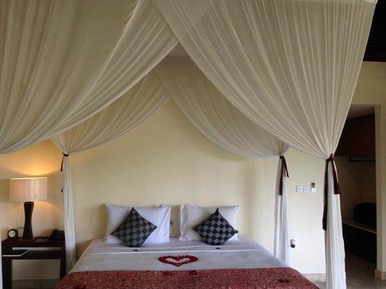 Komaneka at Bisma: Bed room and King bed for both villas