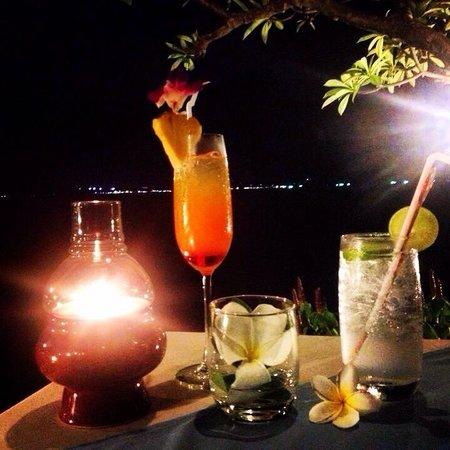 The Sarann: Cocktails und Abendessen im Restaurant.