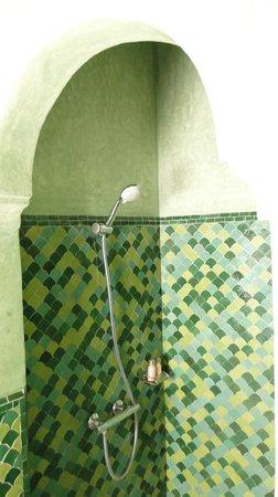 La Tangerina: Shower