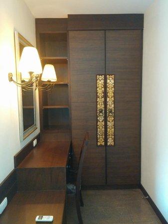 At Home At Chiang Mai: closet
