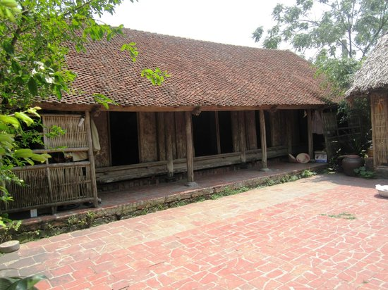 Duong Lam Ancient Village: old house