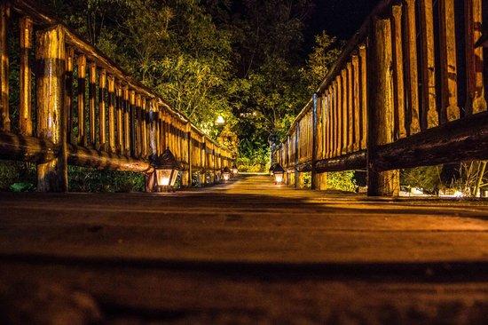 Inkaterra Machu Picchu Pueblo Hotel: The bridge to Inkaterra