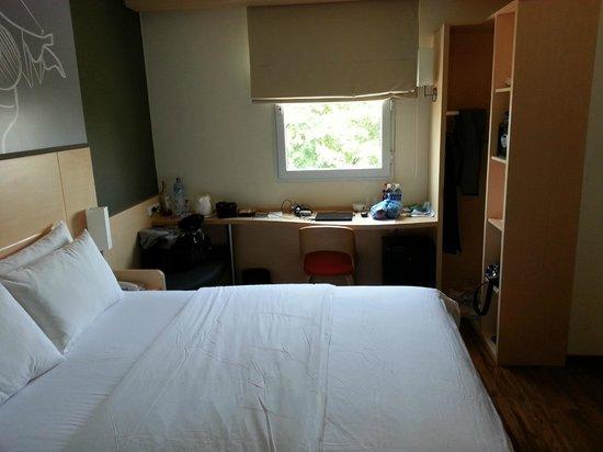 Ibis Vientiane Nam Phu Hotel: our room