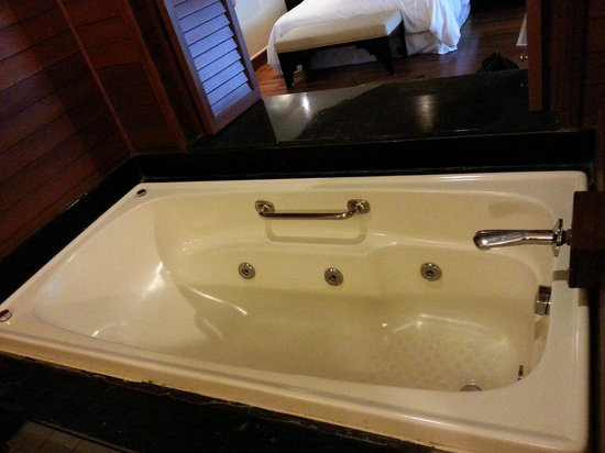 Century Langkawi Beach Resort: Jacuzzi Bathtub with window view from room