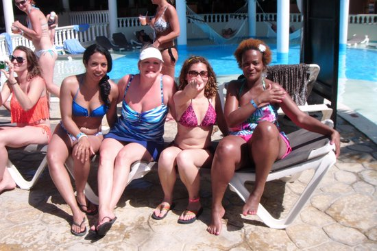Cofresi Palm Beach & Spa Resort: The girls and I.