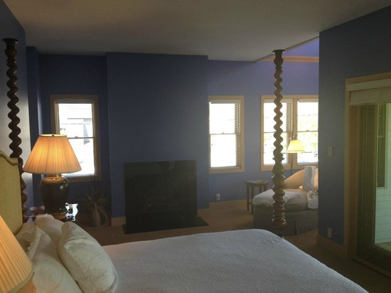 Lake Country Inn : View of room
