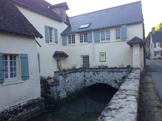 Le Moulin des Charmes: Walking entrance for the property